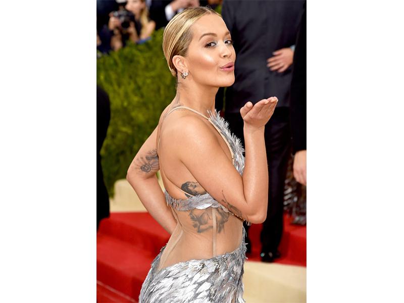 Lorraine Schwartz Rita Ora wore 10 carat diamond studs.