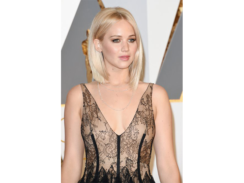 Chopard - Jennifer Lawrence wore a diamond Chopard necklace at the 88th Annual Academy Awards. Oscars 2016