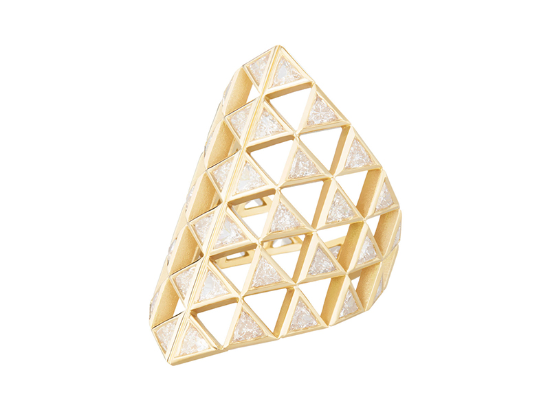 Melissa Kaye Chloe shield ring mounted on yellow gold with diamonds, ~ USD$ 13'860