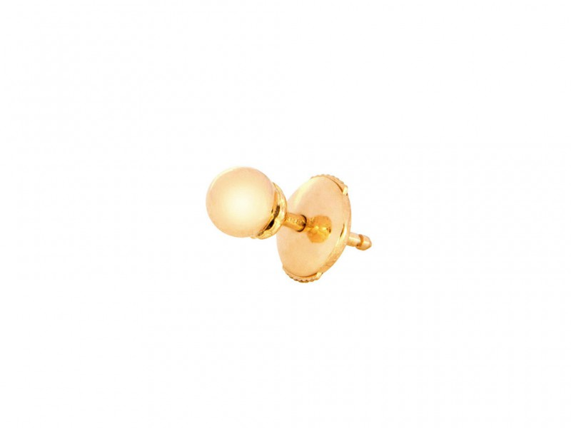 Yvonne Leon This stud mounted on yellow gold with yellow pearls is available at the Pop Up - CHF 410