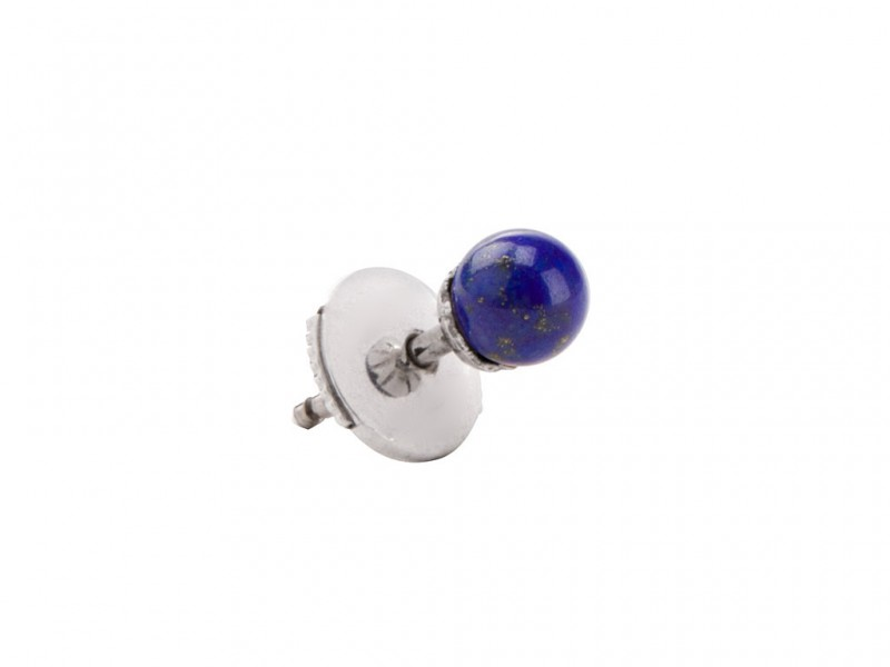 Yvonne Leon This stud mounted on white gold with lapis lazuli is available at the Pop Up - CHF 475