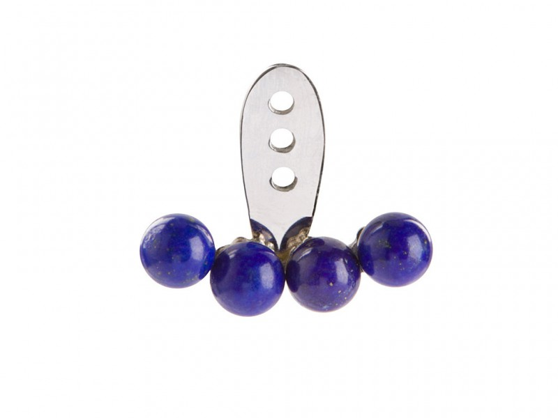 Yvonne Leon This ear jacket mounted on white gold with four lapis lazuli is available at the Pop Up - CHF 820