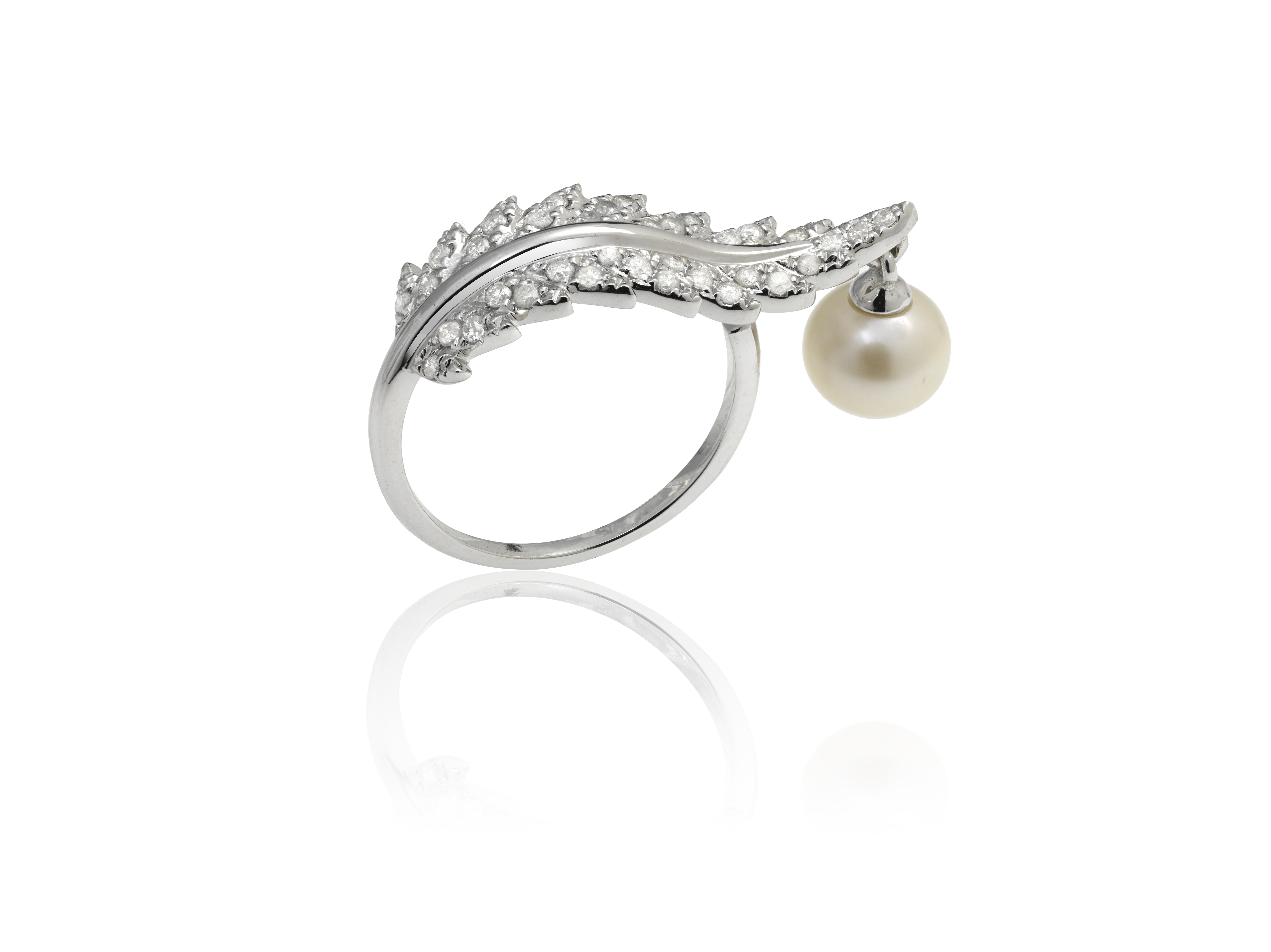 Elise Dray Plumette Ring mounted on white gold with pearl and diamonds