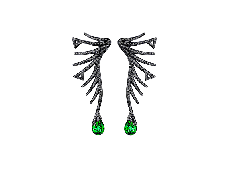 Akillis Cruella earrings mounted on white gold with black diamonds and emeralds