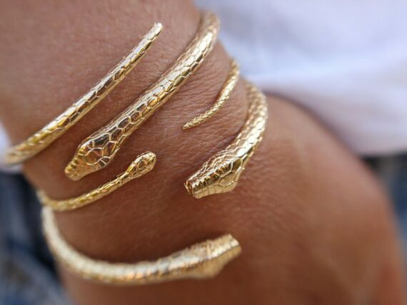 Luj Paris Snake bracelet mounted on yellow gold