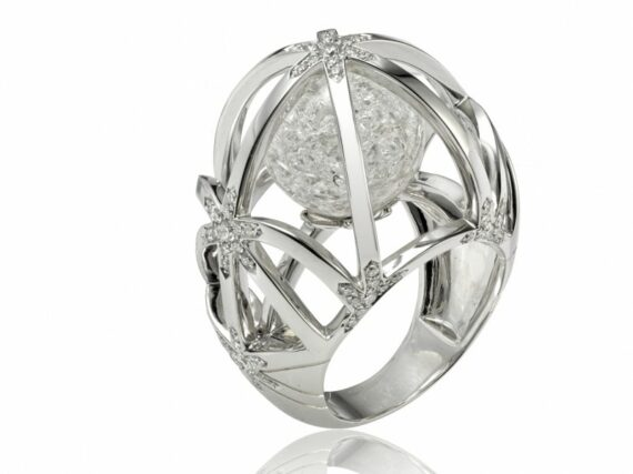 Lorenz Bäumer Cristal de Glace ring mounted on white gold with white diamonds and rock crystal