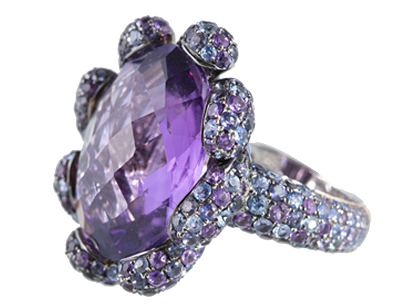 Vanessa Martinelli Camille Ring from the Garden collection with an amethyst central stone and paved with blue sapphires, iolites and amethysts