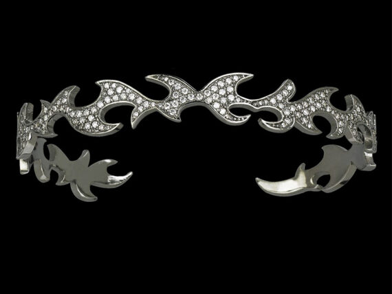 Colette Jewerly Flame bracelet mounted on white gold with white diamonds
