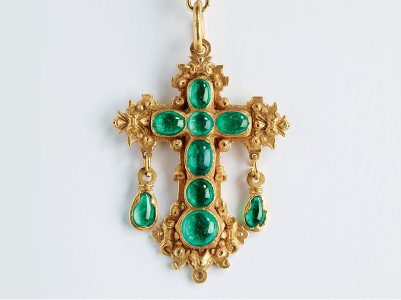 Muzo From The Private collection - Cross mounted on 22k yellow gold with emeralds