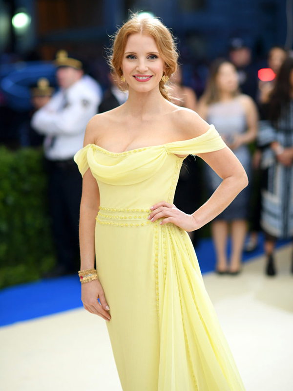 Piaget Jessica Chastain wore Manchette Story collection cuff and earrings.