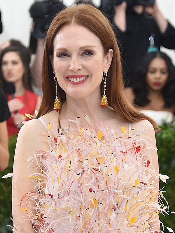 Chopard Julianne Moore wore Copacabana earrings.