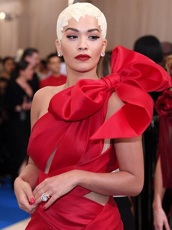 Lorraine Schwartz Rita Ora wore 30 carats diamond studs.