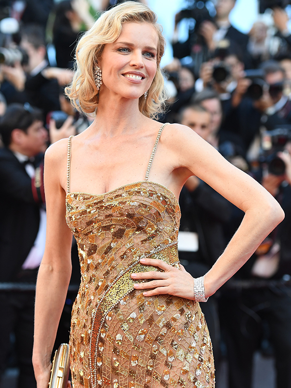 Chopard Eva Herzegovia wore a pair of earrings in 18ct white gold set with diamonds and a bracelet in 18ct white gold featuring diamonds, all from the High Jewellery Collection. Red carpet 2017 cannes