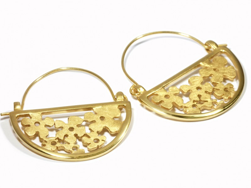 Criska Myosotis Collection earrings - chased yellow gold