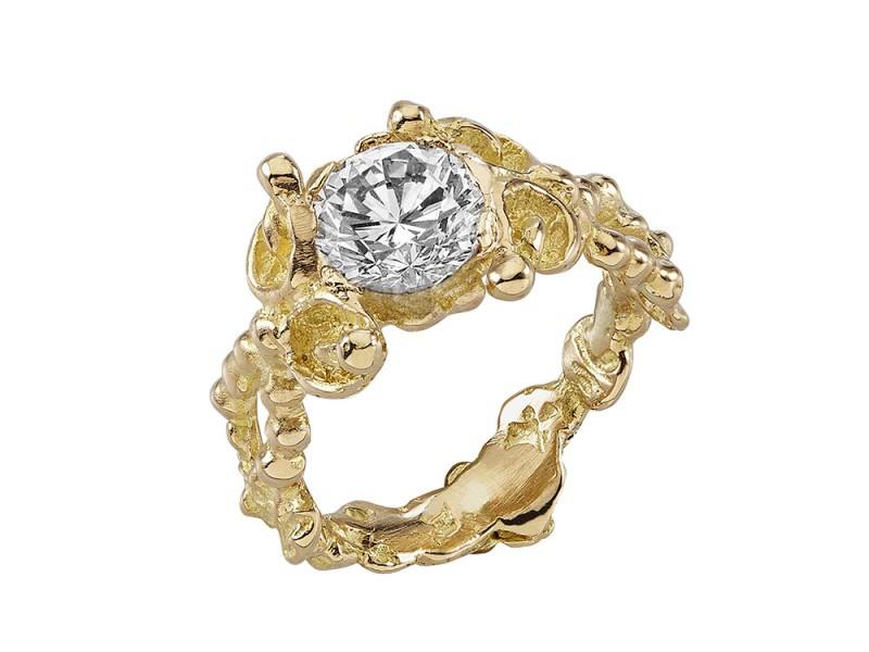 Anais Rheiner Central diamonds mounted on yellow gold