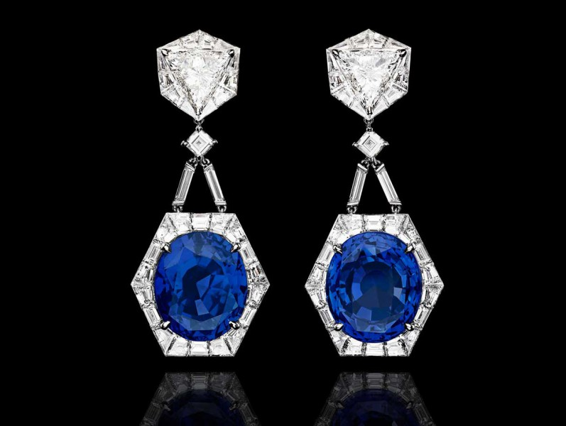1- Alexandre Reza The pair of earrings feature two unheated Ceylon oval-shaped sapphires weighing 73 carats where the top part includes 2 troïdias diamonds weighing 2.13 carats and 2.52 cts and 66 baguette-cut diamonds.