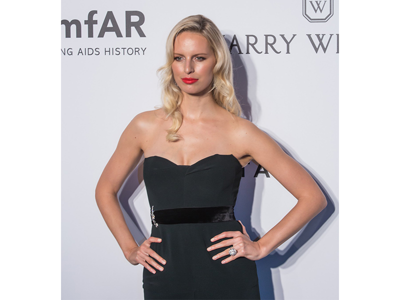 Harry Winston Karolina Kurkova wearing winston cluster diamond chandelier earrings, lil cluster diamond barrette and lotus diamond ring to the amfAR Hong Kong Gala