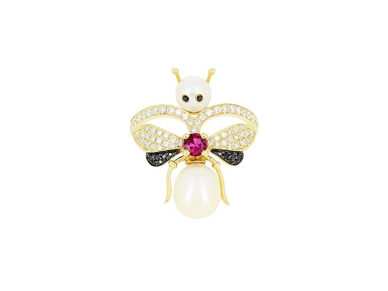Yvonne Leon pearl earring
