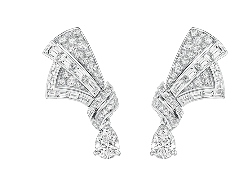 Chanel Maud earrings mounted on white gold with baguette and brilliant cut diamonds