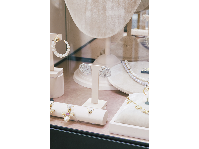 Yvonne Léon's Boutique paris jewelry