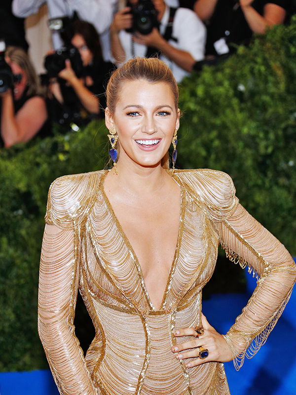 Lorraine Schwartz and Ofria Jewels Blake Lively wore 130 carat sapphire earrings by Lorraine Schwartz and Ofira jewels, 48 carat sapphire and diamond rings.