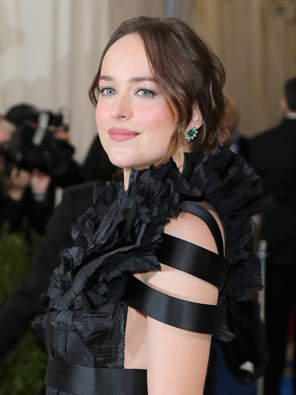 Cartier Dakota Johnson wore High Jewelry emerald and diamond earrings.