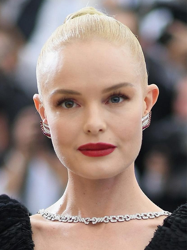Cartier Kate Bosworth wore Cartier vintage necklace and bracelet with diamond ring.