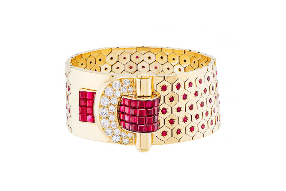 0539f52700ccf Van Cleef and Arpels exhibits in London for the Masterpiece Jewelry ...