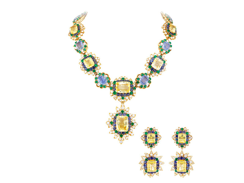 Van Cleef & Arpels (e) Necklace with detachable clip and detachable bracelet and earrings with detachable pendants. Heritage collection, 1959