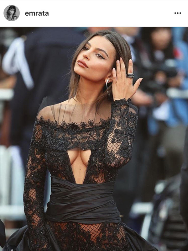De Grisogono Emily Ratajkowski wore a Gocce pair of earrings mounted on white gold set with white diamonds and onyx as well as an Allegra ring mounted on white gold and ceramic set with black diamonds.