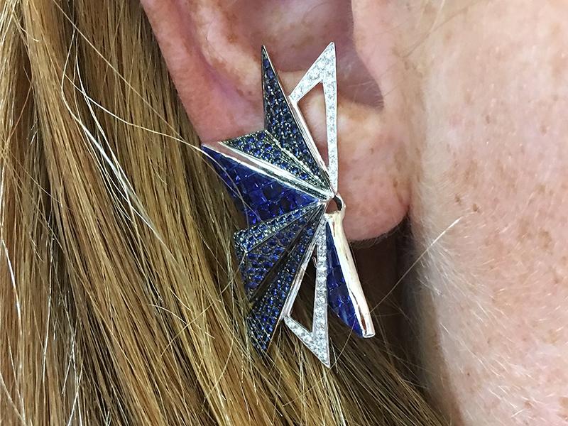 Kavant & Sharart Origami earring mounted on white gold with diamonds and sapphires