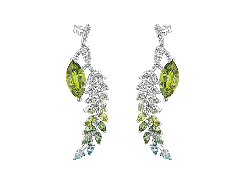 Chanel Brins de Printemps earrings mounted on white gold set with 2 marquise-cut peridots (10.4 carats), 4 marquise-cut peridots (1 carat), 20 brilliant-cut peridots