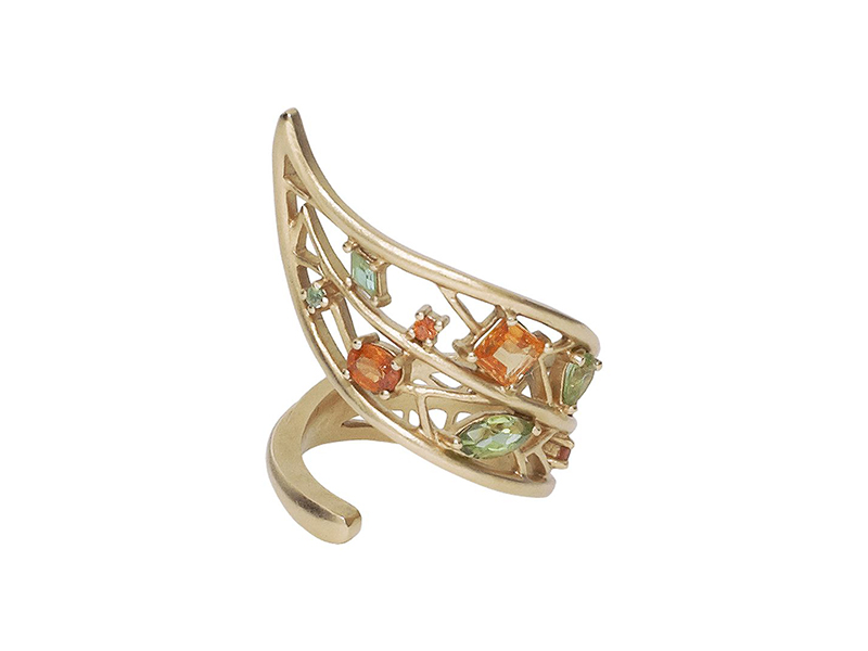 Goralska Yellow wrapped small leaf ring mounted on yellow gold set with 4 orange sapphires and 4 peridots