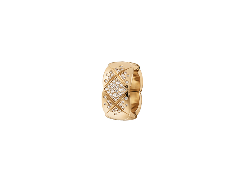 Chanel Coco Crush ring mounted on yellow gold with diamonds