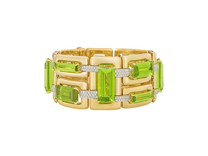 Margot McKinney Exquisite suite of peridot 94.85ct and white diamonds set into an 18k gold hand crafted bracelet