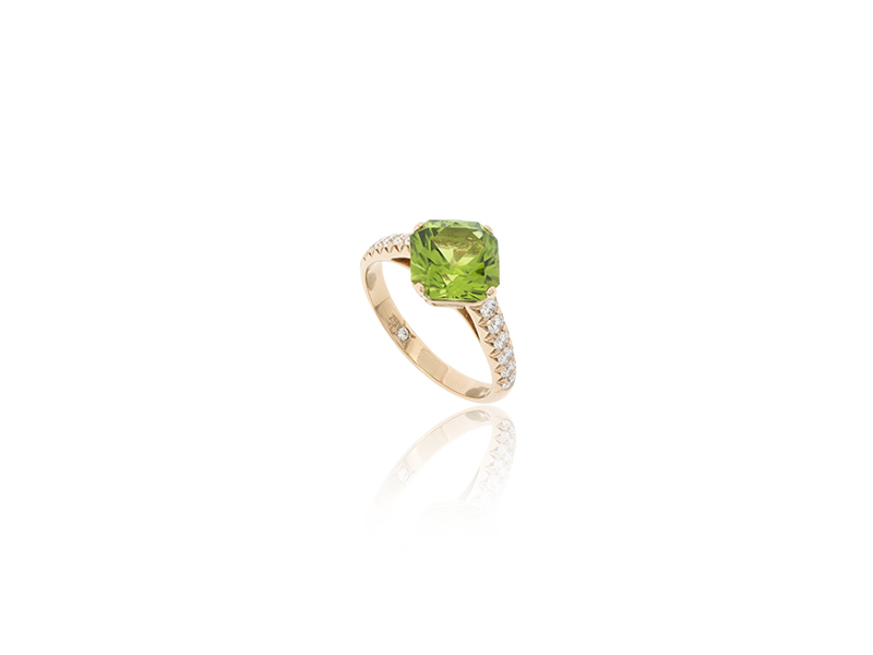 BenGems Ring mounted on rose gold with peridot and 16 white diamonds