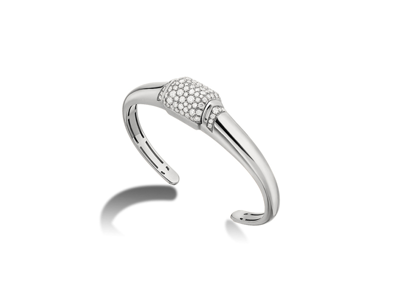 Bulgari Mvsa collection bangle mounted on white gold diamonds