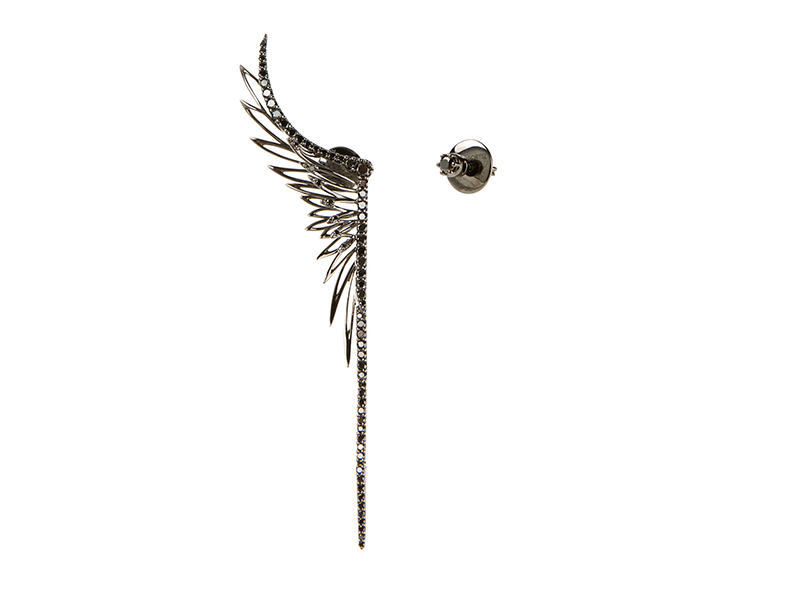 Cristina Ortiz Asymmetric wings earrings mounted on black gold and black diamonds - 4000 €