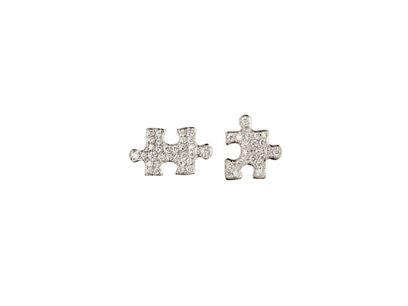 Akillis Puzzle Earrings White gold mini clip earrings with white diamonds setting.