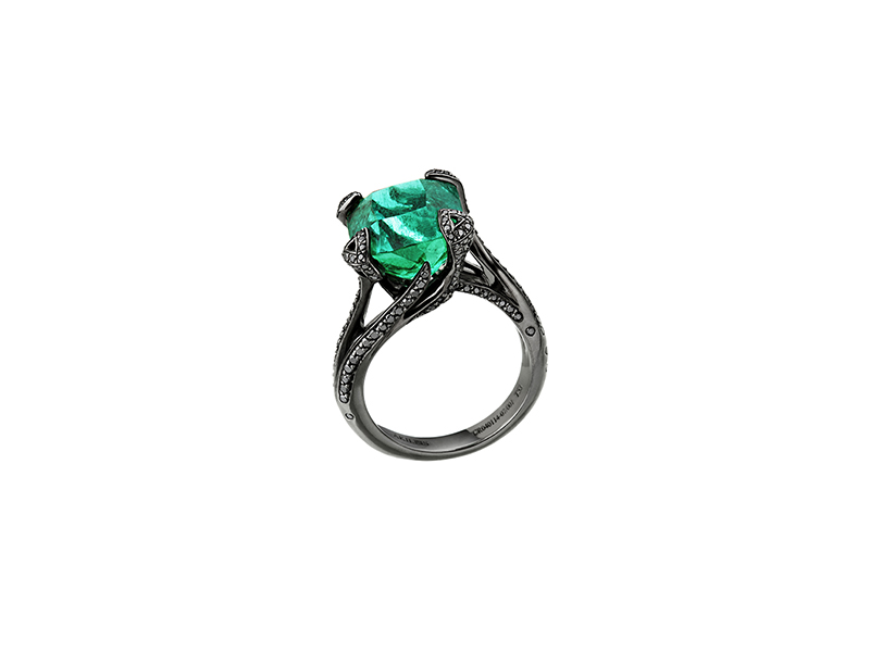 Akillis Cruella emerald ring
