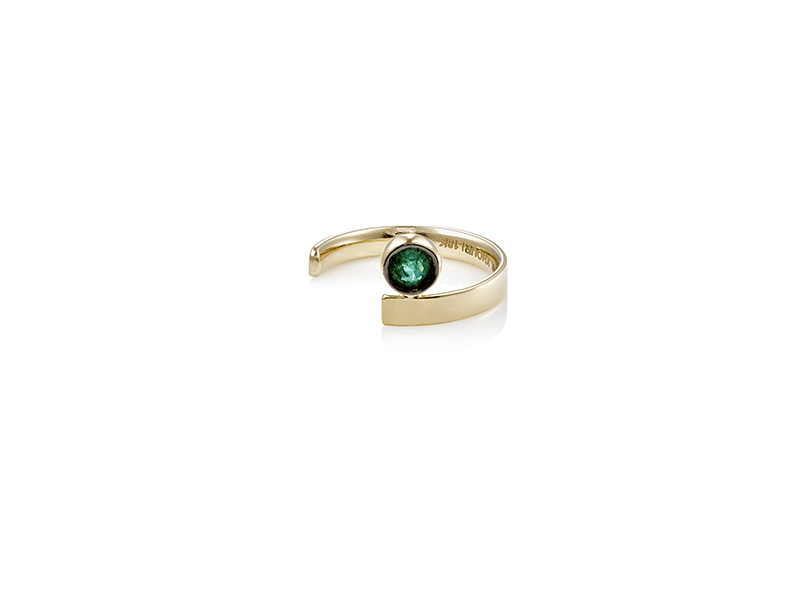 Ana Khouri Engagement ring mounted on yellow gold with emerald