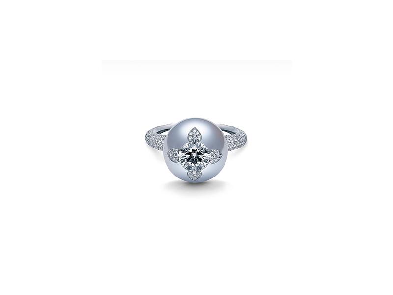 Mikimoto Neo vintage ring with white south sea
