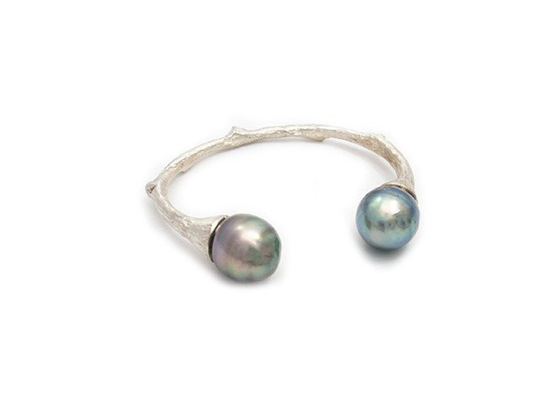 Samira 13 pearl cuff mounted on sterling silver with tahitian pearls 2200 €