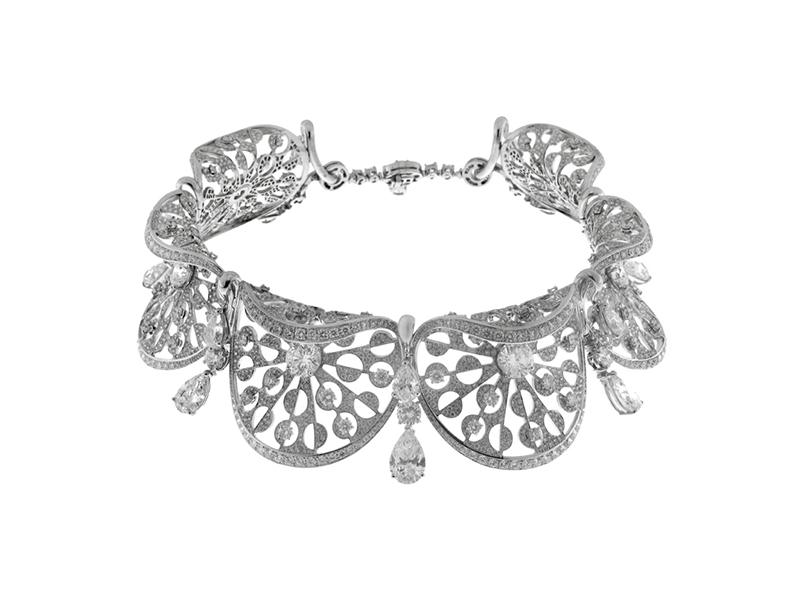 Bvlgari Choker mounted on white gold with diamonds