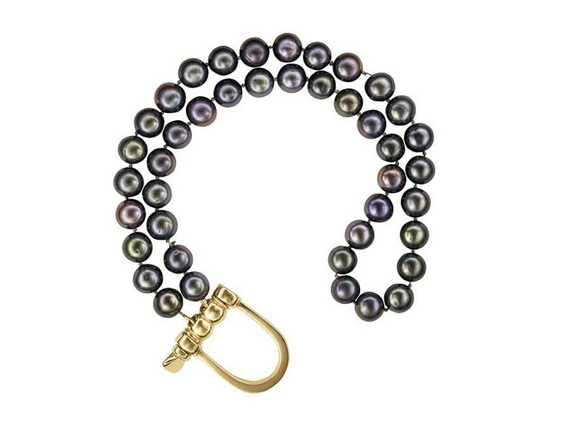 Hannah Martin Pearl bracelet mounted on yellow gold with black akoya pearls
