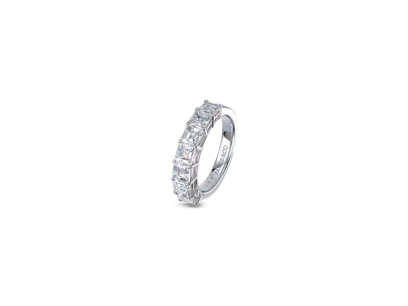 Jacob & Co  Square Emerald-Cut Partial Eternity Band mounted on platinum set with 7 emerald cut diamonds