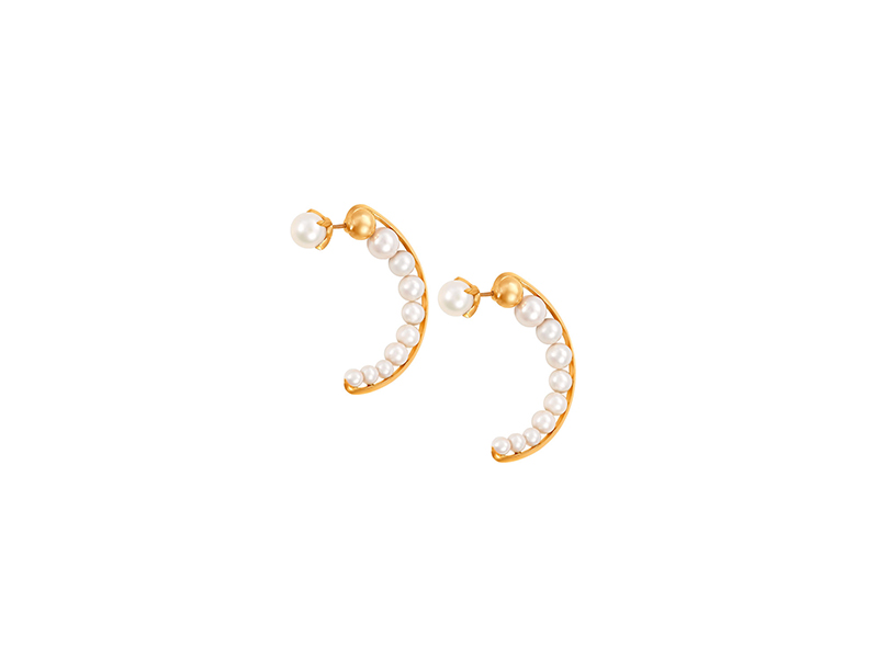 Sammie Jo Coxon Calendis half hoops mounted on yellow gold with freshwater pearls 2420 £