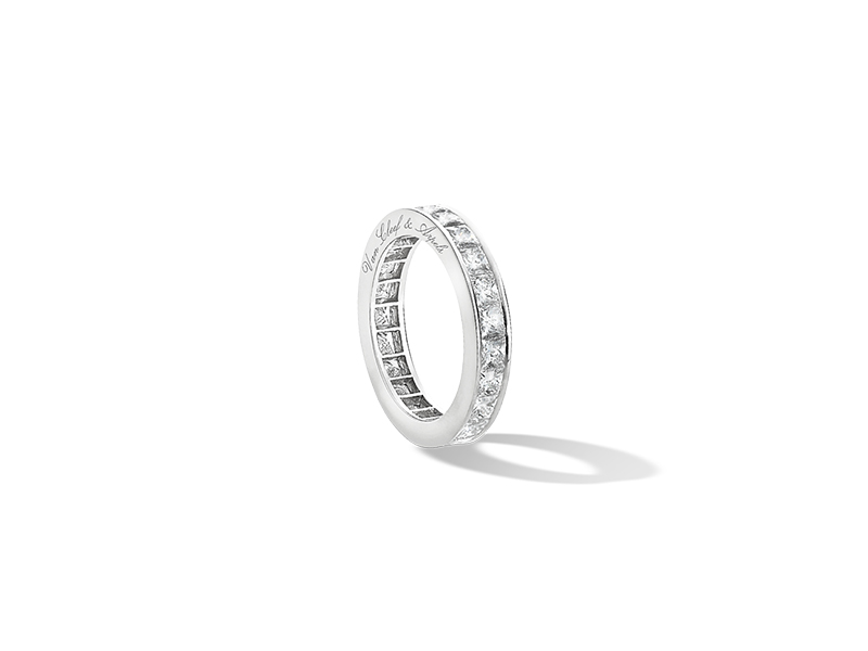 Van Cleef & Arpels Eternity wedding band