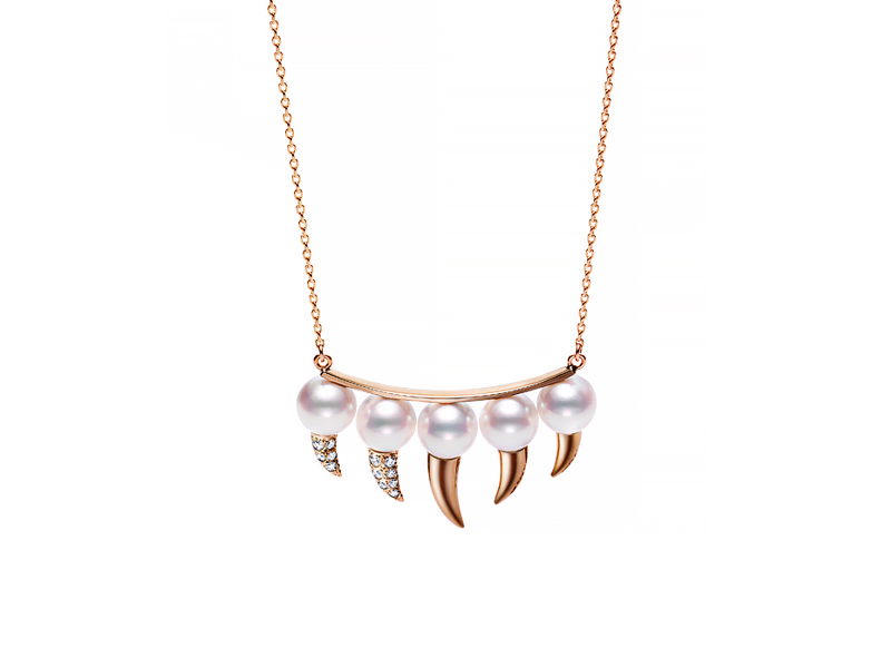 Yoko London Twilight tassel necklace mounted on white gold with diamonds and tahitian pearls
