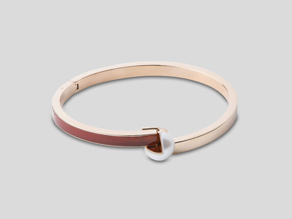 Tarsis Stanå bracelet in 18k pink gold, AAA white freshwater cultured pearl and red cornalian
